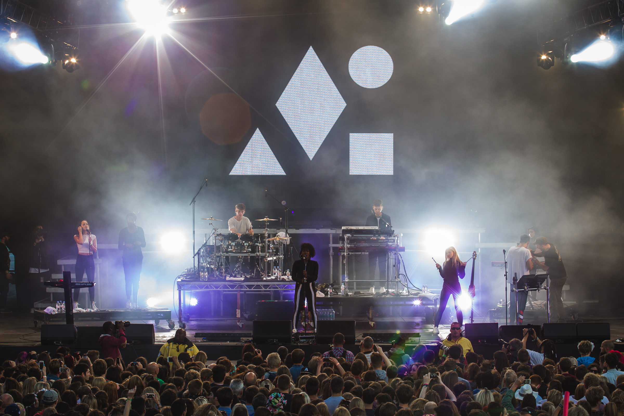 day2_cleanbandit_mainstage_VF-2305