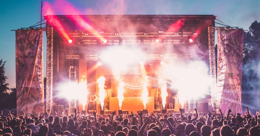 London's Eastern Electrics Returns to Hatfield House